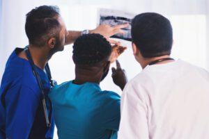 Medyczna moda – kolorowa i wygodna